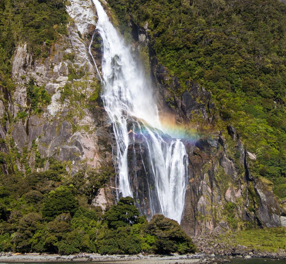 24+A+rainbow+at+Bowen+Falls